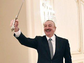 ICESCO-nun Baş direktoru Azərbaycan Prezidentinə Qələbə münasibətilə xatirə hədiyyəsi verib - FOTO