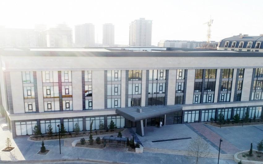 İlham Əliyev və Mehriban Əliyeva Bakı Avropa Liseyinin yeni binasının açılışında iştirak ediblər - FOTO
