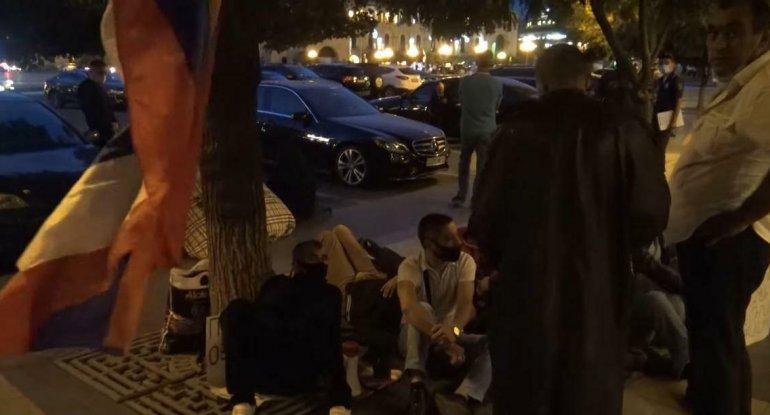 İrəvanda AJİOTAJ: Ermənilər ölkəni tərk edir - FOTO/VİDEO