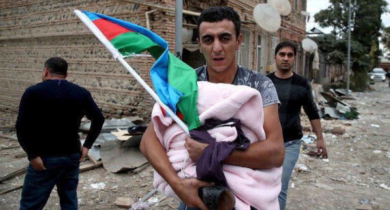 Bayrağını canından çox sevən millət: Qürurlandırıcı görüntü - FOTO