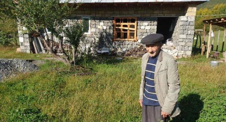 Pensiyasını orduya dəstək üçün verən ahıl kişi: Azərbaycanı duyğulandıran görüntü - VİDEO