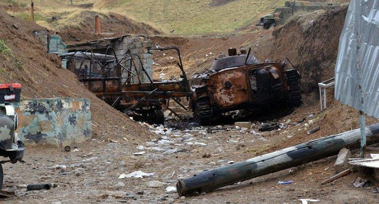 Erməni tankları öz artilleriya bölmələrinin atəşinə məruz qalıb