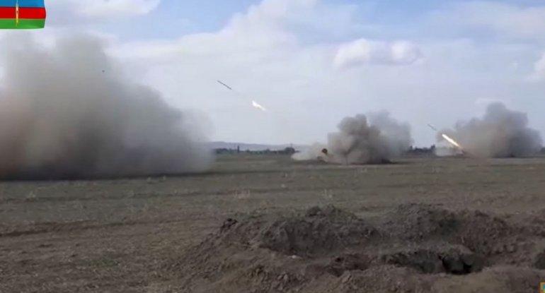 Gecə və gündüz artilleriya atışlarının GÖRÜNTÜLƏRİ