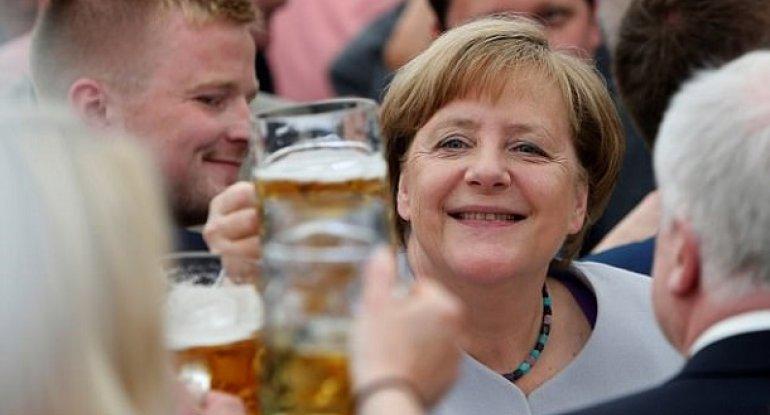 Almaniyada pivə evi Merkeli qara siyahısına saldı