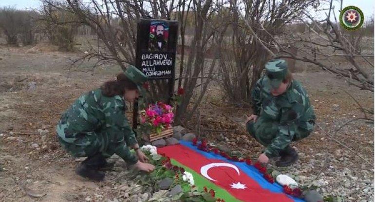Əfsanəvi komandirin zabit qızları illər sonra atalarının Ağdamdakı məzarını ziyarət etdilər - VİDEO