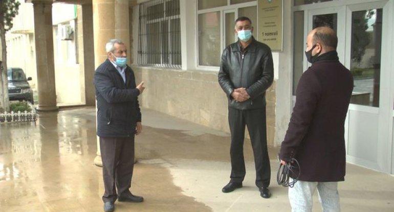 Abşeronda məktəbin keçmiş gözətçisi direktor müavinini döyüb - VİDEO