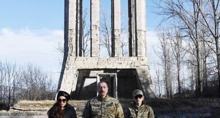 İlham Əliyev Vaqif türbəsini ziyarət edib