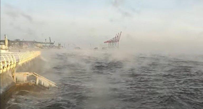"""Sakinlər heyrətə düşdü: Qara dəniz """"qaynadı"""" - VİDEO"""