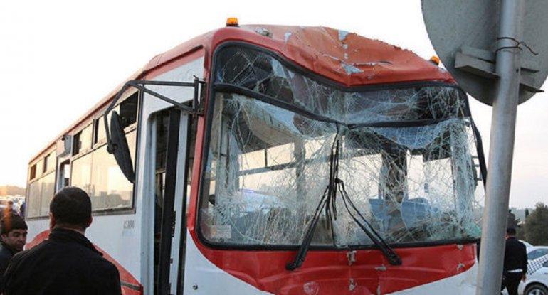 Bakıda avtobus qəzaya uğradı