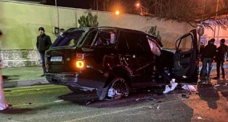 Bakıda lüks avtomobil BELƏ AŞDI - Sürücü yerindəcə öldü - ANBAAN VİDEO