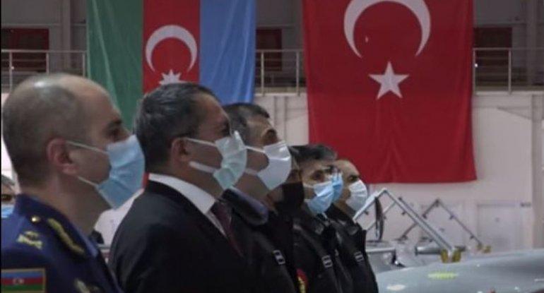 Səlcuk Bayraktar hərbçilərimizə sertifikat verdi - VİDEO
