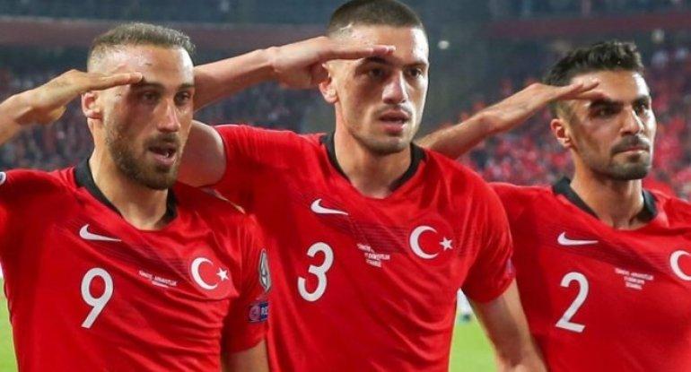 Məşhur türk futbolçu Mxitaryanla şəklini paylaşdı və... - FOTO