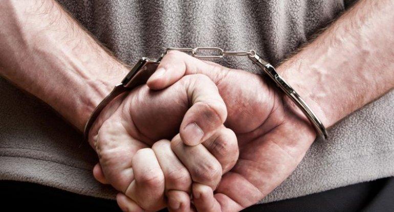 Xadimənin maaş kartını götürən sabiq direktora cinayət işi açıldı