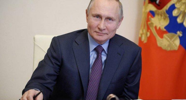 Putin koronavirus əleyhinə peyvənd edilib
