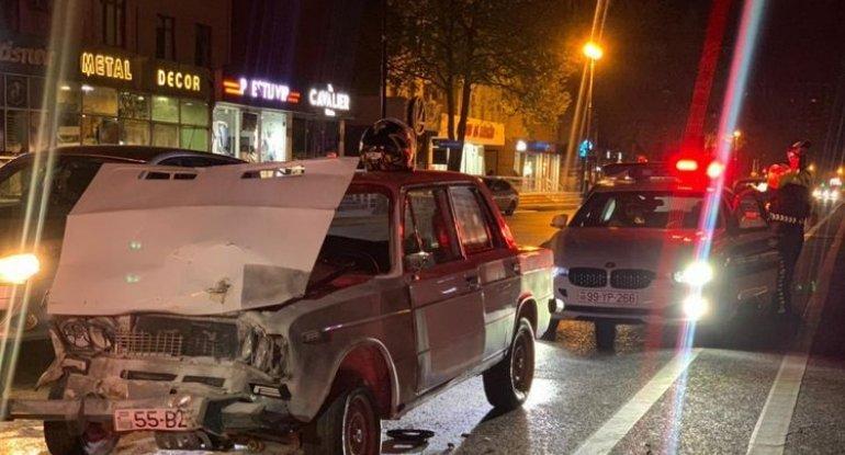 Bakıda sürücü qəza törətdi maşını yandı, özü isə döyüldü - FOTO