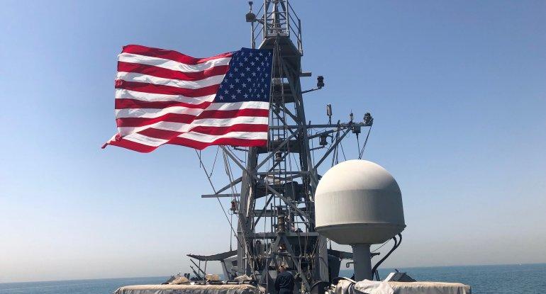 ABŞ gəmiləri İran gəmilərinə atəşi açıb
