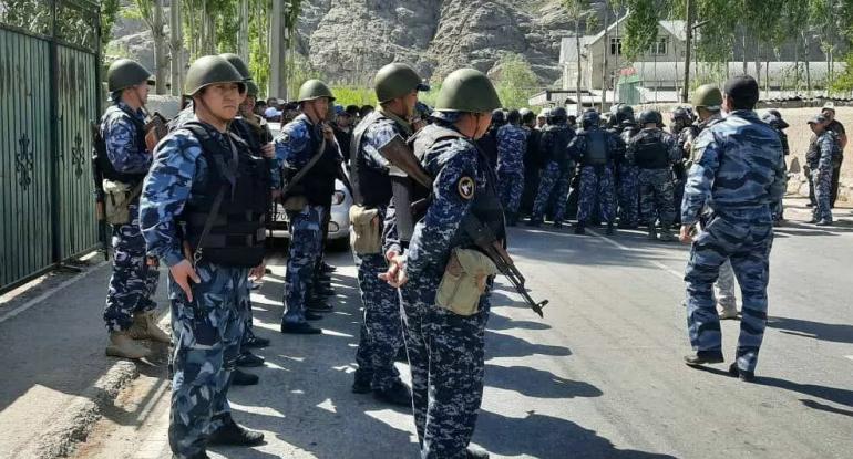 Qırğızıstanla Tacikstan toqquşması: 20 ölü, 150 yaralı - VİDEO