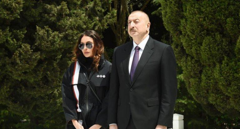 Prezident və Birinci vitse-prezident Heydər Əliyevin məzarını ziyarət ediblər