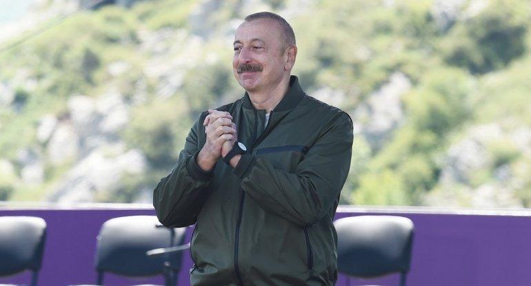 Prezident İlham Əliyev Şuşada Yuxarı Gövhərağa məscidində olub
