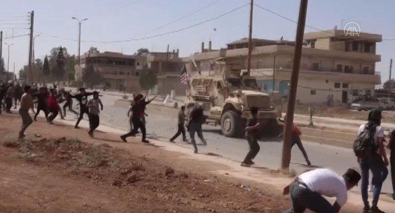 Suriyada ABŞ ordusunu daşa basdılar - VİDEO