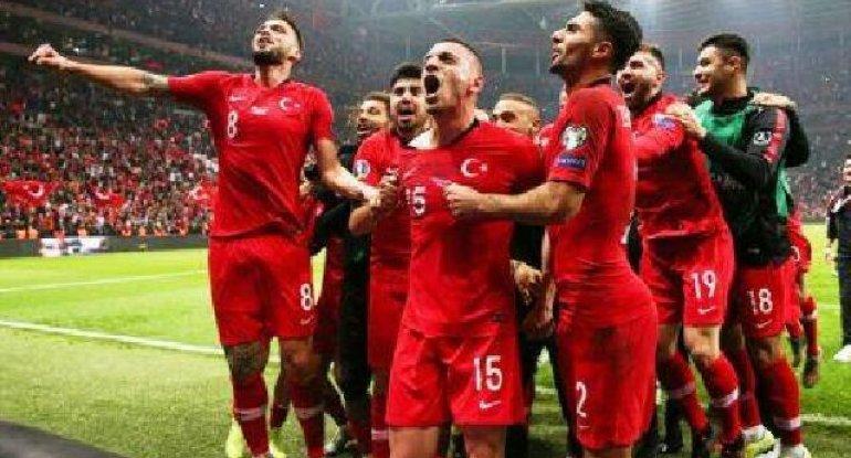 Şenol Güneş Türkiyə millisinin yekun heyətini açıqladı