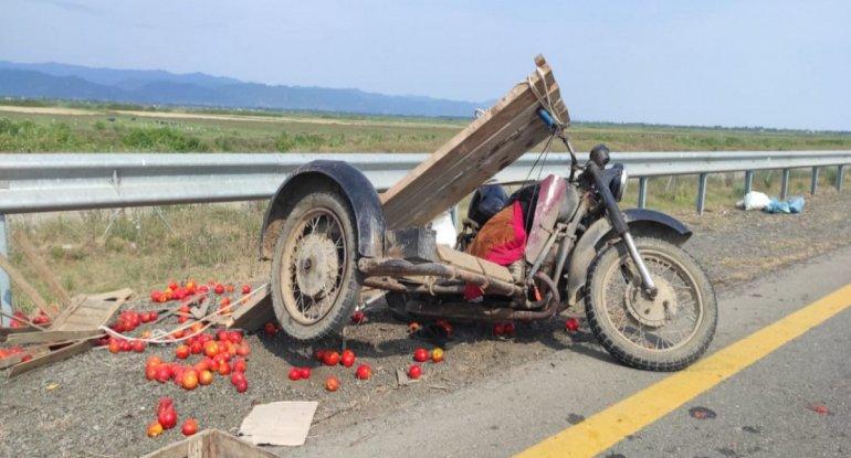 Azərbaycanda motosiklet yük avtomobili ilə toqquşdu, sürücü öldü - FOTO