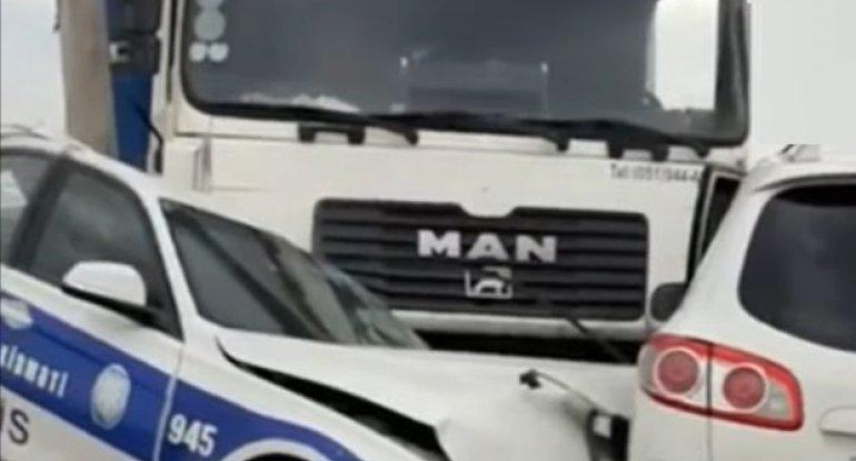 Azərbaycanda DYP avtomobili qəzaya düşdü: Polis xəsarət aldı - VİDEO
