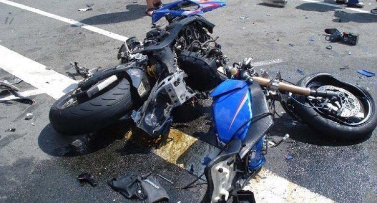 Salyanda avtomobillə motosiklet toqquşub: Ölən var