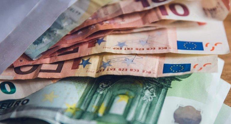 Avro və lirə ucuzlaşdı, dollar və rubl sabit qaldı