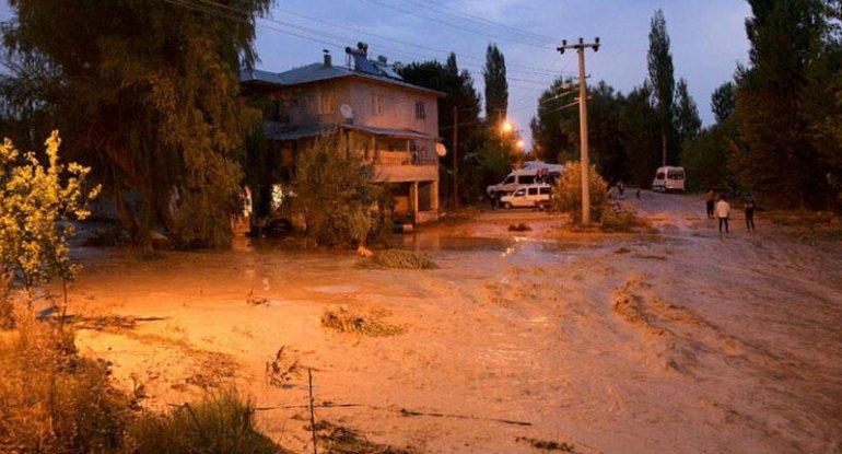 Türkiyədə leysan yağdı, evləri su basdı - FOTOLAR