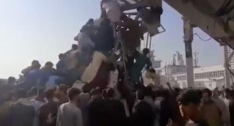 Yüzlərlə insan ölkəsindən qaçır: Əfqanıstanda xaos, atəş açıldı - VİDEO