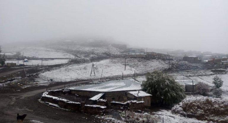 Azərbaycanın kəndlərinə qar yağdı - FOTO