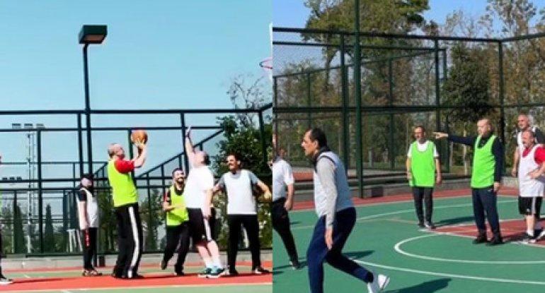Türkiyə prezidenti və nazirləri basketbol oynayarkən görüntüləndi - VİDEO